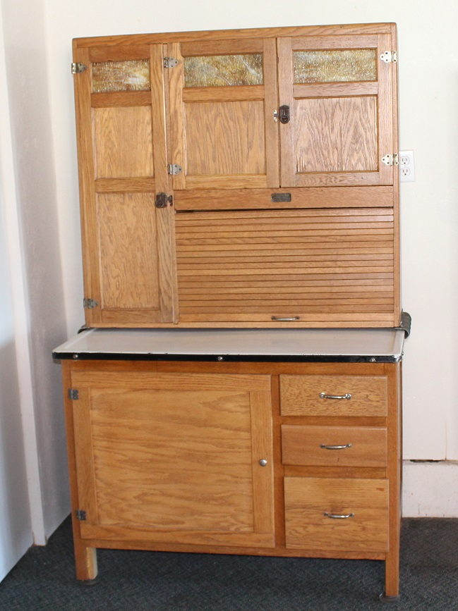 Sellers kitchen cabinet w sifter and sugar jar niwot auction for Auctions kitchen cabinets